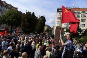 Raduno in difesa del monumento a Konev
