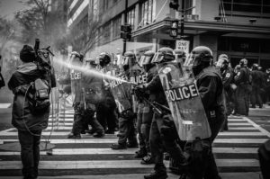 Polizia in assetto antisommossa
