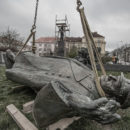 RImozione della statua di Konev