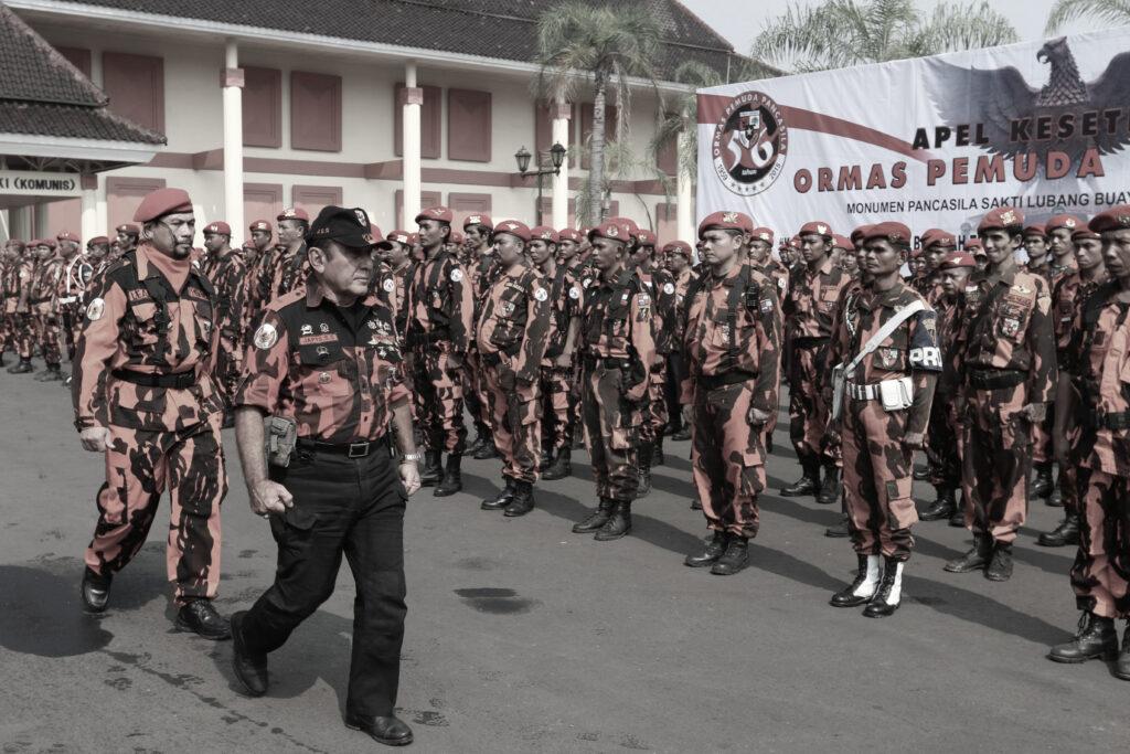 Pemuda Pancasila, una delle più importanti organizzazioni paramilitari del paese, spesso svolge azioni tipiche dello squadrismo.