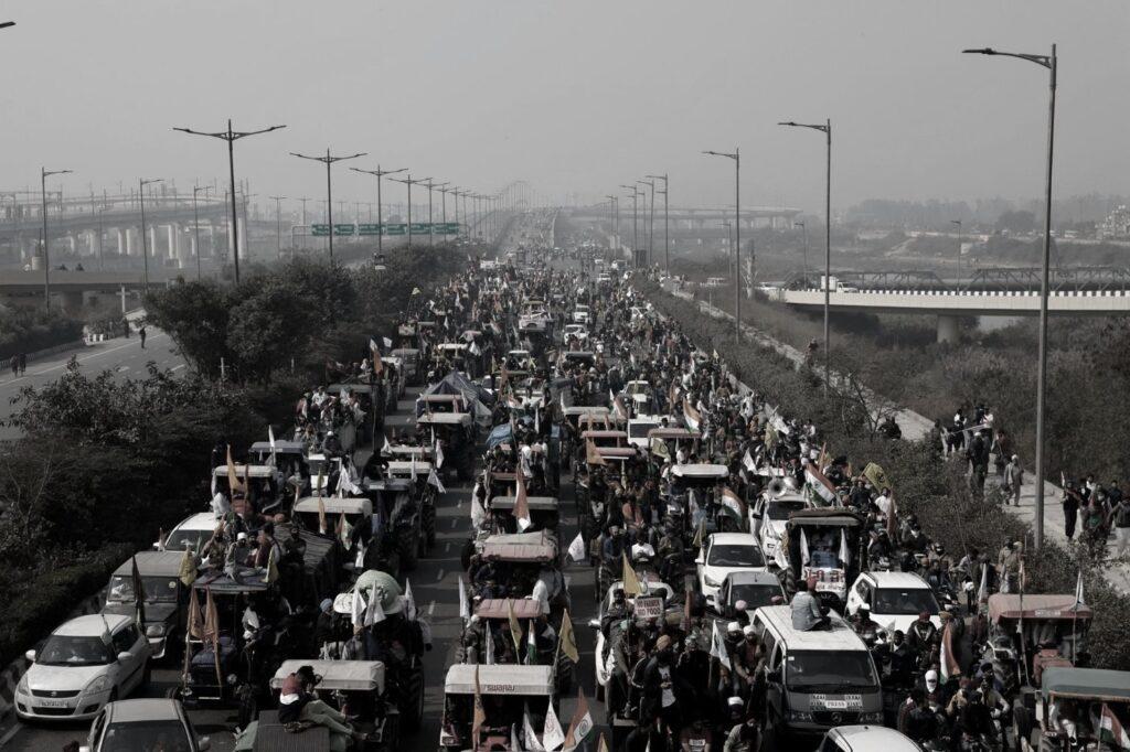 lotte riforma governo modi, colonne di manifestanti bloccano le autostrade