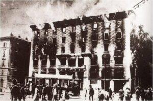 Narodni Dom in fiamme dopo l'assalto squadrista, 13 luglio 1920