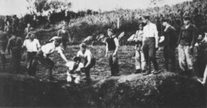 Uccisione di prigionieri nei pressi del campo di Jasenovac da parte di guardie ustascia