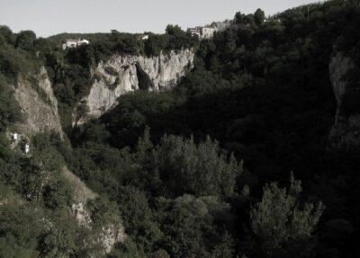 Foiba_di_Pisino_in_Istria-Pazin_Fojba-Schlucht