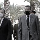 Il premier italiano Mario Draghi al suo arrivo a Tripoli con il nuovo premier libico Dbeibah. Tripoli, 6 aprile 2021