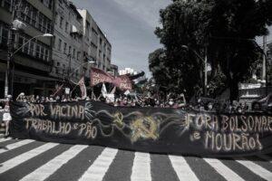 Brasile In centinaia di migliaia occupano le strade contro il governo genocida di Bolsonaro