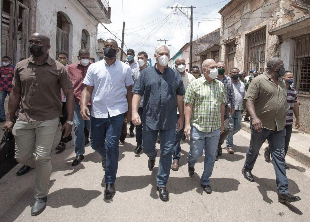 Il Presidente Diaz-Canel per le strade di San Antonio de los Baños