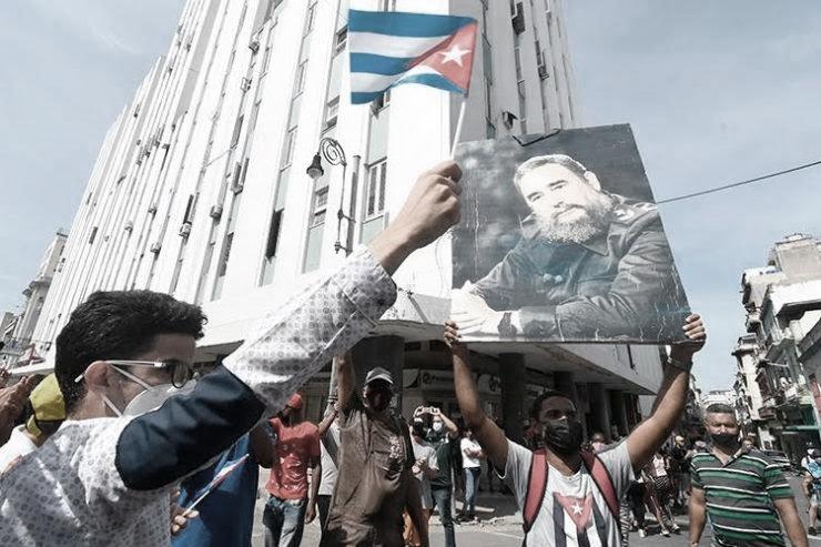 Manifestazione a cuba in favore della rivoluzione 2 fidel castro