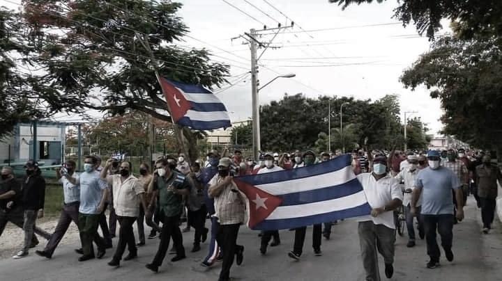 Manifestazione a cuba in favore della rivoluzione